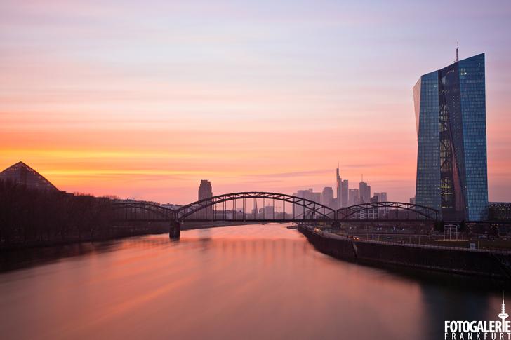 EZB & Skyline im Abendrot