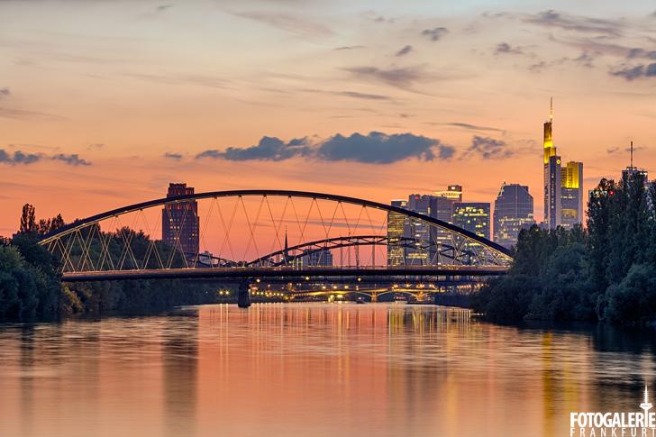 Sonnenuntergang am Mainufer